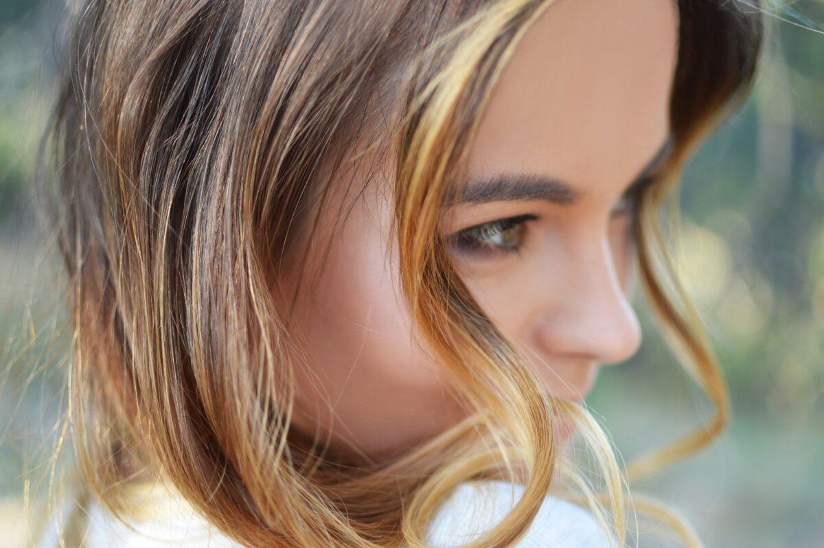 Jak dbać o włosy w lecie?