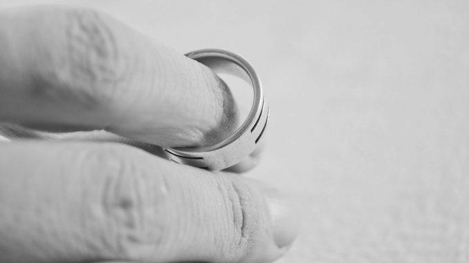 Rozwód, obrączka