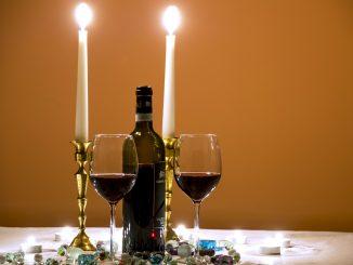 Świece, kolacja