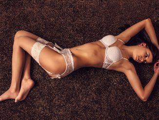 Biała bielizna erotyczna- rozpala zmysły