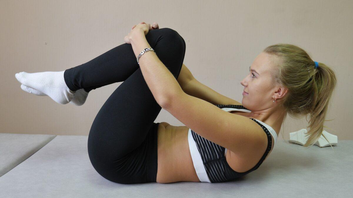 Podstawowe ćwiczenia, które należy wykonywać, aby osiągnąć zgrabną sylwetkę