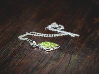 Biżuteria, która rozwiąże Twój brak pomysłu na prezent