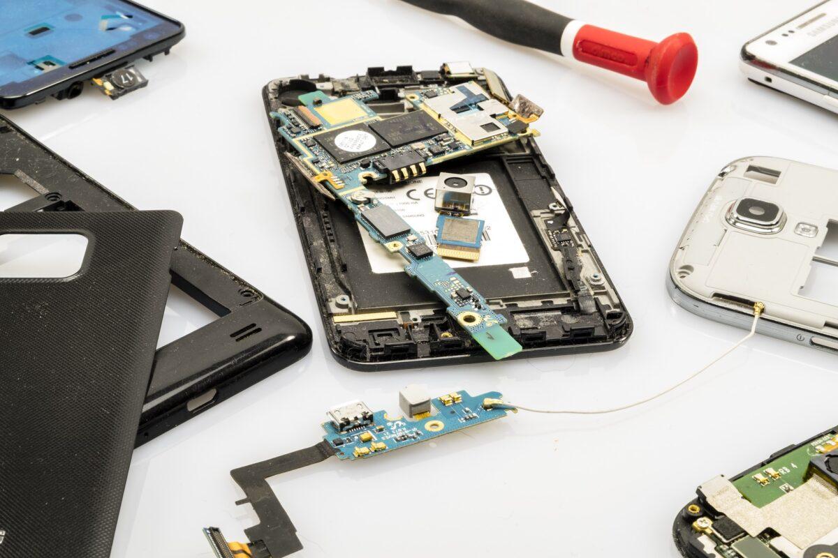 Co zrobić gdy iPhone się popsuje lub zaleje wodą?