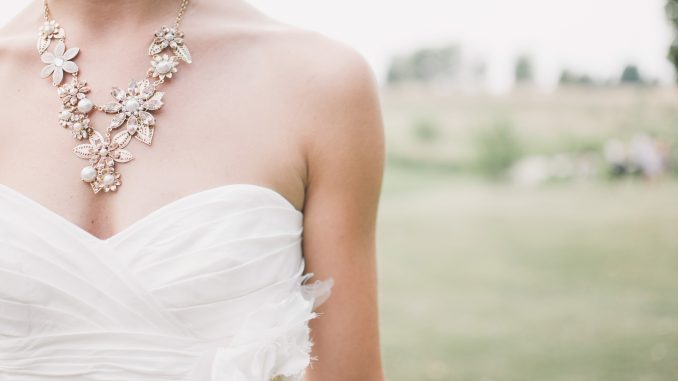 Jak dobrać suknię ślubną do sylwetki?