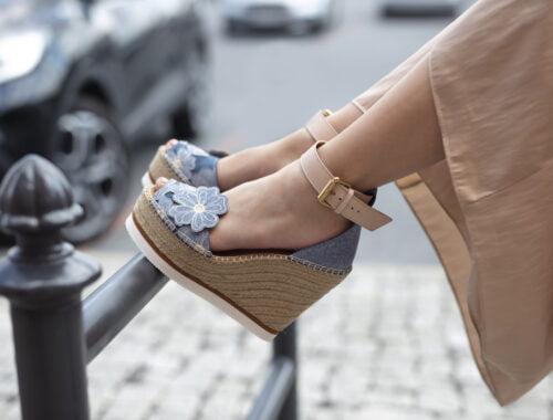 Buty na koturnie wracają w najlepszym stylu!