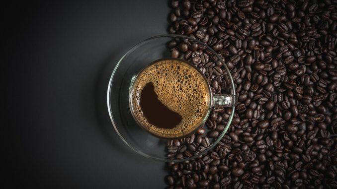 Wypełnij swój dom aromatem włoskich ulic – postaw na ekspres do kawy!