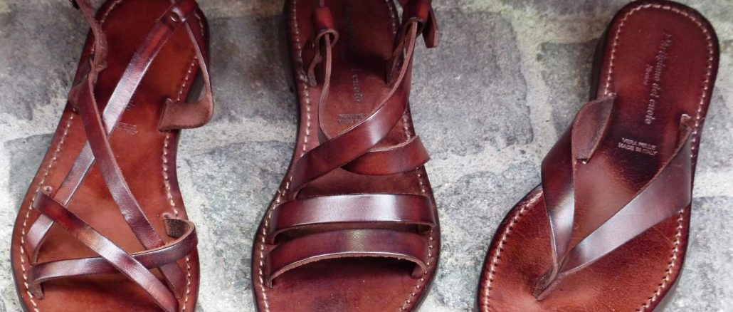 Wygodne sandały profilowane dla komfortu chodzenia. Na co zwrócić uwagę wybierając buty na lato?