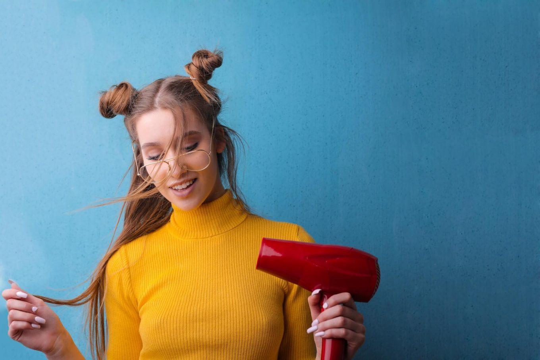 2 sposoby na elektryzujące się włosy