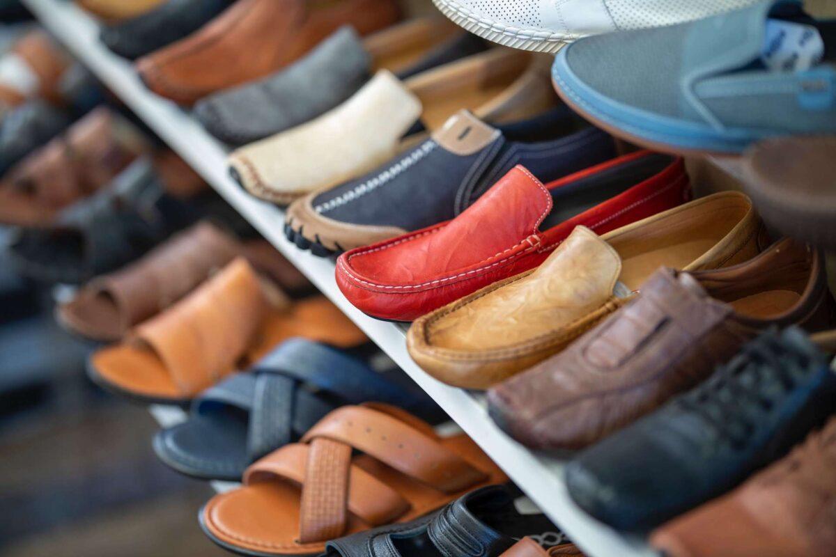 Dlaczego warto kupić szafkę do butów?