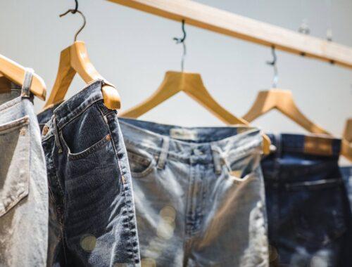 Modne, damskie jeansy w 2020
