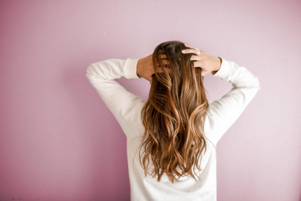 Czym jest olejowanie włosów?