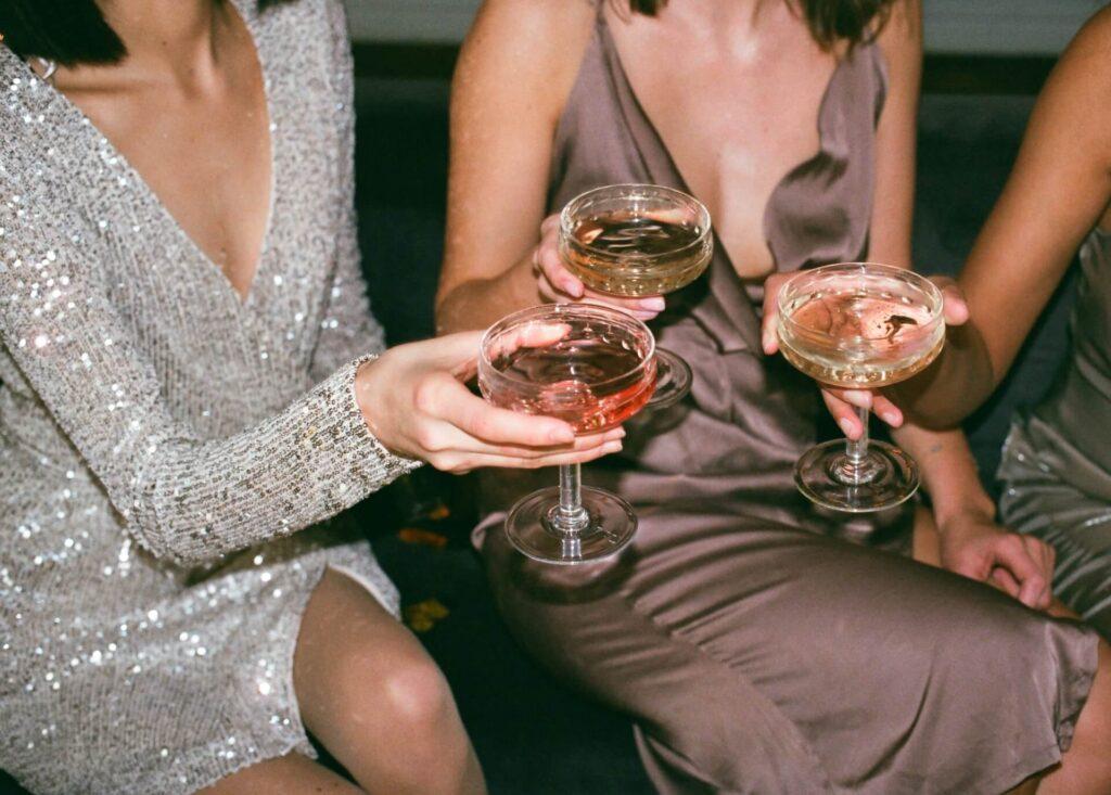 Jak wyglądać pięknie będąc gościem na weselu?