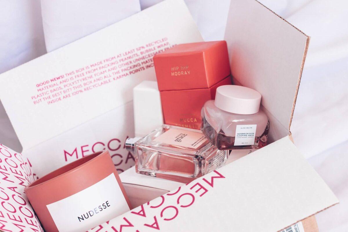 Jak skompletować oszczędną kosmetyczkę?