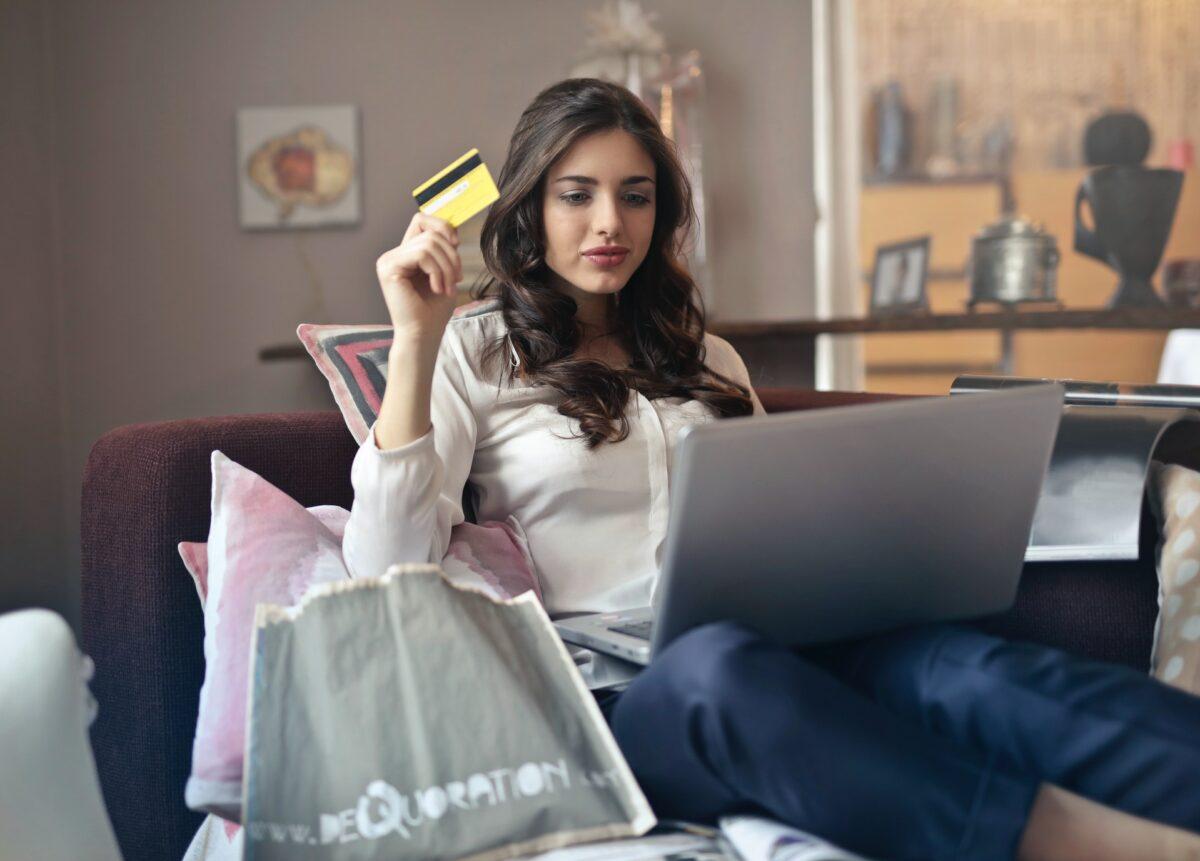 Gdzie szukać kodów zniżkowych na zakupy?