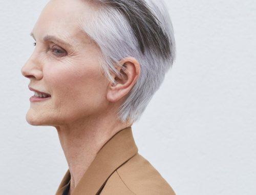 Wszystko o siwych włosach, fryzjerskim okiem